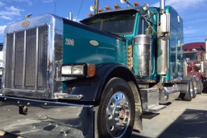 1999 Peterbilt 379 EXHD with Fresh Overhaul, DPF, Wet Kit/PTO