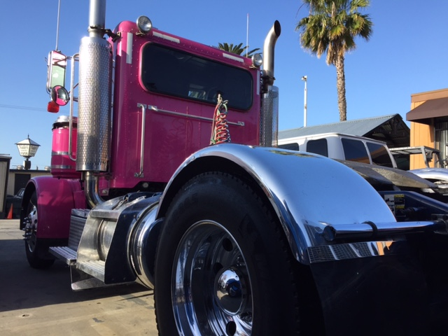 California pliant 2002 Peterbilt 379 EXHD Single Axle