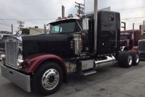 Custom 2000 Freightliner Classic, CAT & 18 spd!