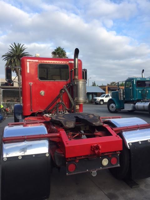 California pliant Peterbilt 379 Single Axle Daycab