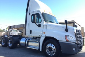 2012 Freightliner Cascadia Daycab!