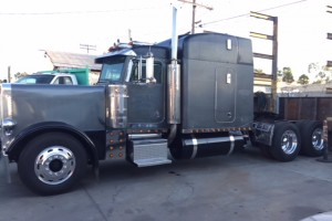 1999 Peterbilt 379 EXHD American Class with 50K on Overhaul!