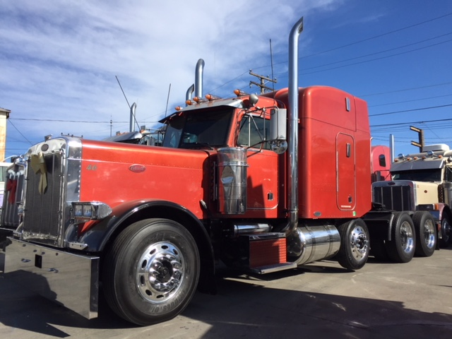 2001 Peterbilt 379 EXHD CAT 6NZ & 18 spd!