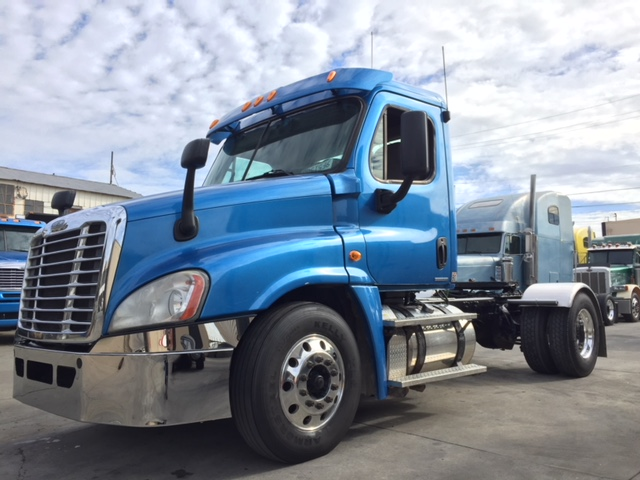 2011 Freightliner Cascadia SNGL Axle daycab!